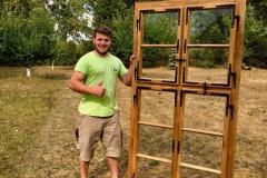 Jakub Hrdina, truhlář se svým oknem