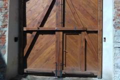 Dokončená vrata, pohled z nádvoří