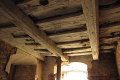 Strop ve spodním patře před rekonstrukcí