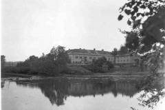 Pohled na zámek přes rybník, 1980