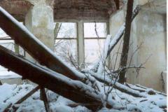 Propadlá střecha v 1. místnosti východního křídla 1999, zima
