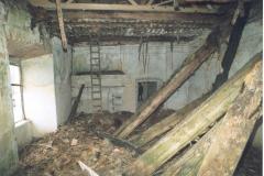 Propadlá střecha v 1. místnosti východního křídla 1999
