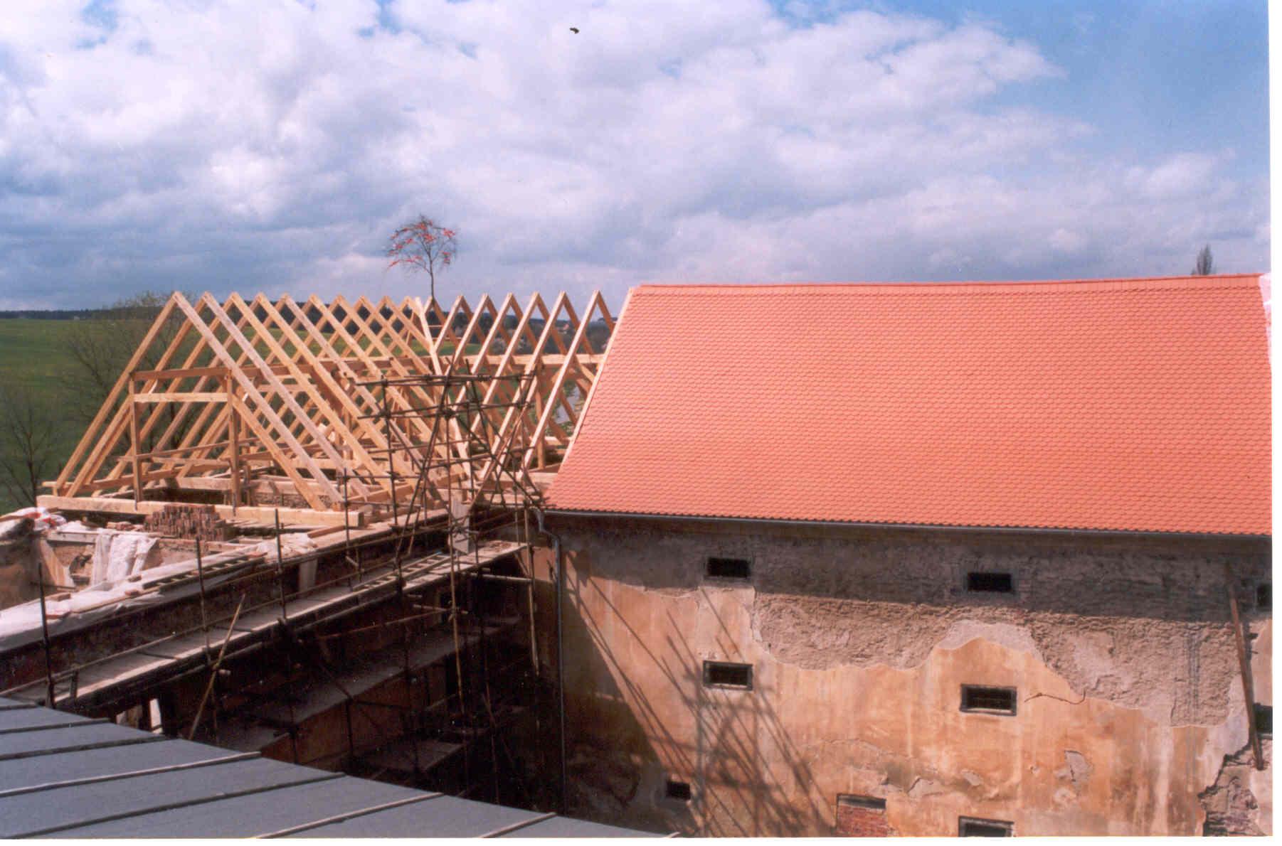 rek. krovu na JZ narozi 2002, zámek Čečovice