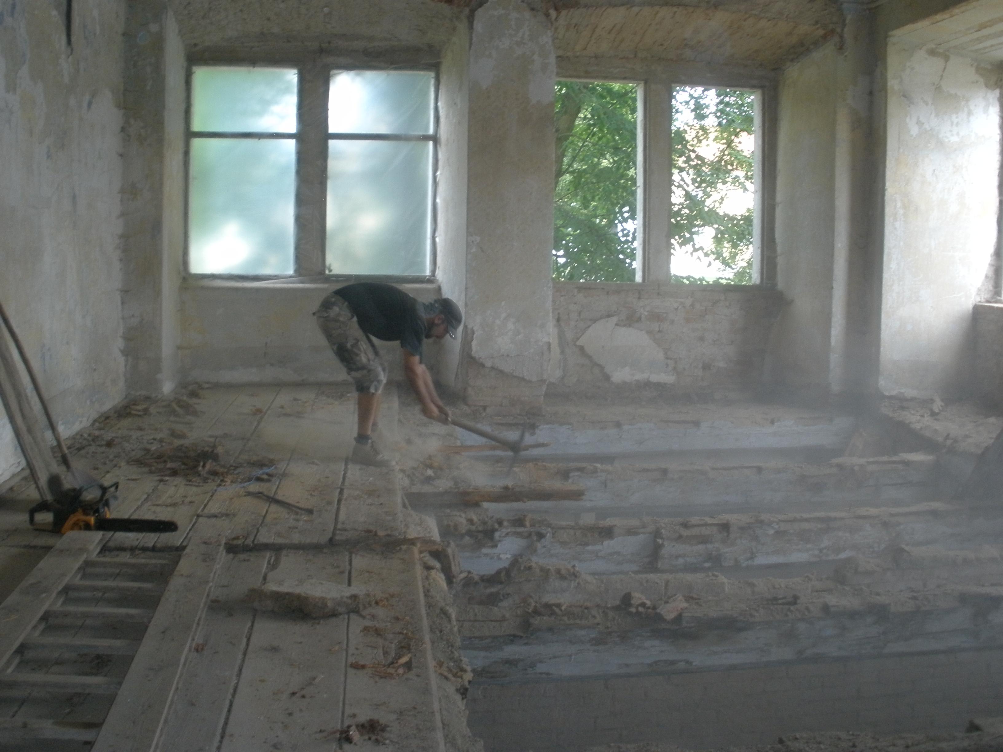 Bourání stropu, zámek Čečovice